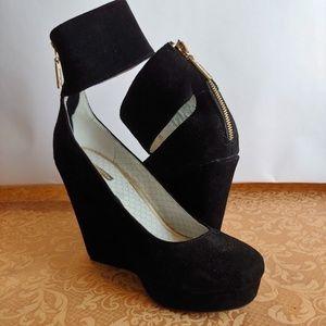 Black suede platform wedge heels sz 8.5